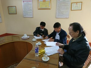 VNHELP's Local Coordinator - Cuong Chi Nguyen meeting with the clinic staff